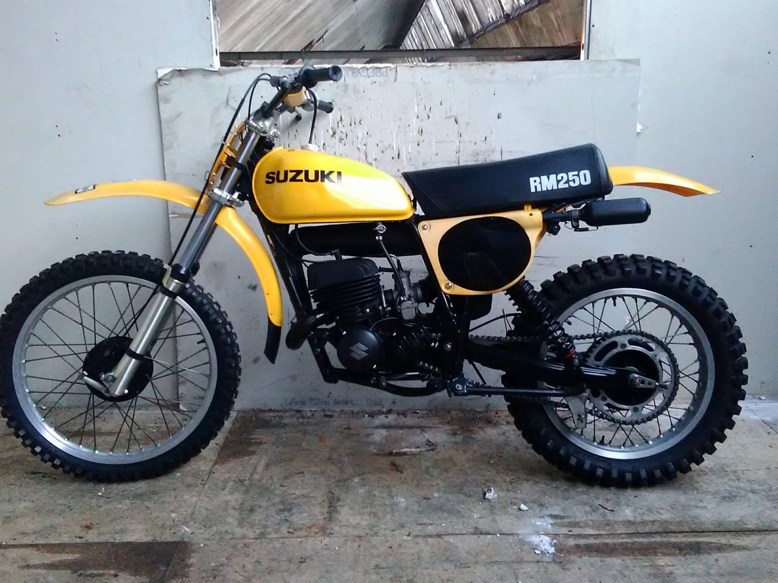 Suzuki RM250 – 1977 | Unit 5 Motos |